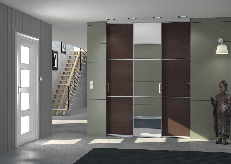 Bien rang e avec une porte coulissante placard sur mesure for Amenagement interieur placard mural