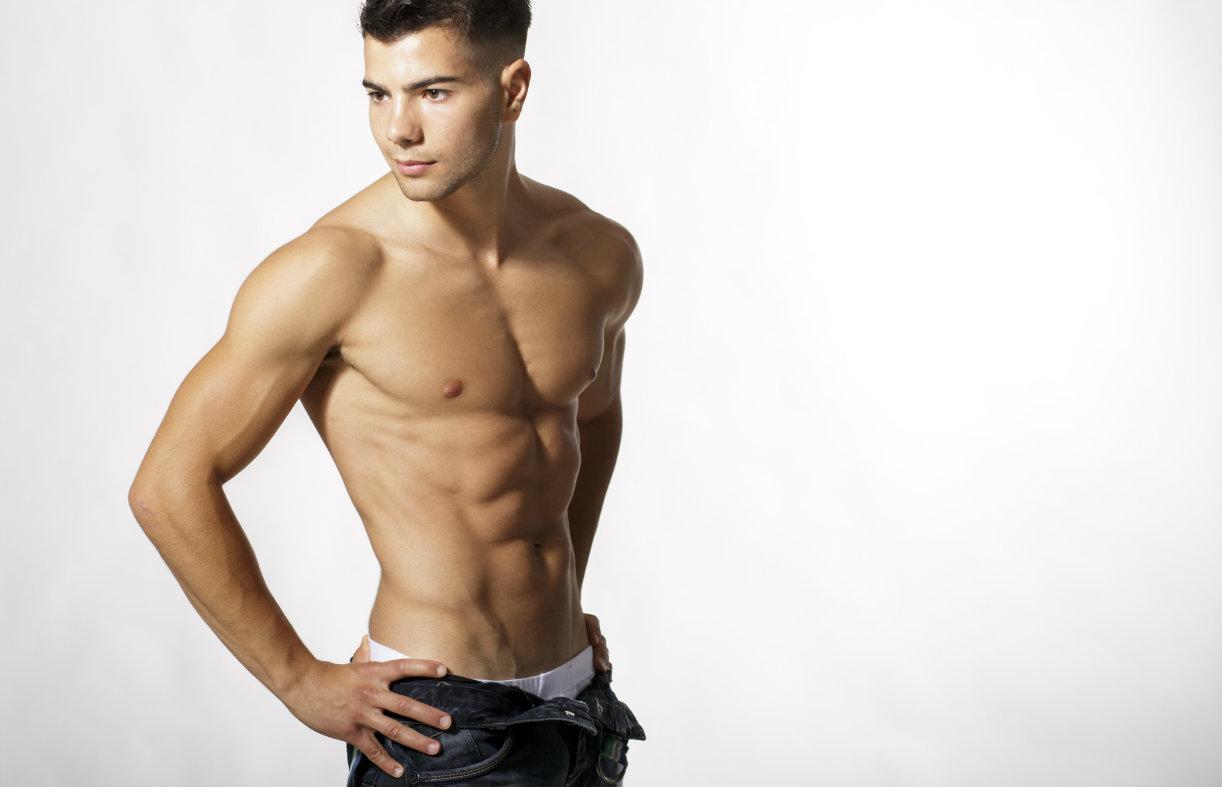 Un homme tres muscle